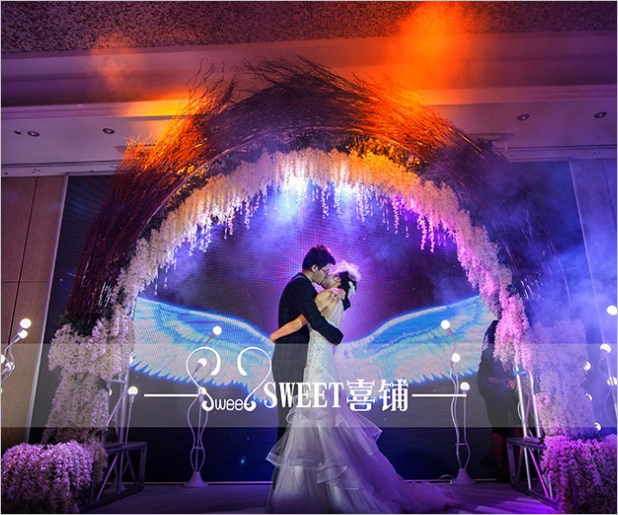 星空见证的恋情与婚礼